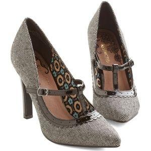 Restricted Brown Tweed Brown T Strap Heels 6